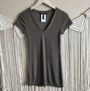 BCBGMaxazria Brown Tan Ribbed V-Neck T-Shirt M